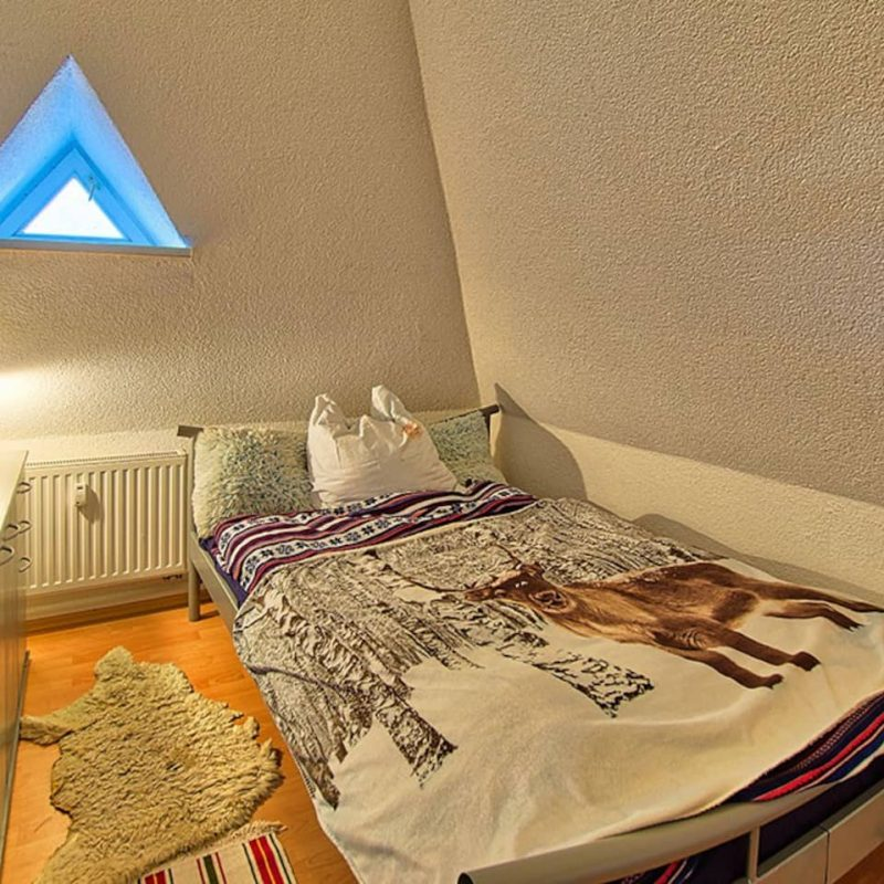Karl Stülpner – kleines, kuschliges Schlafzimmer.