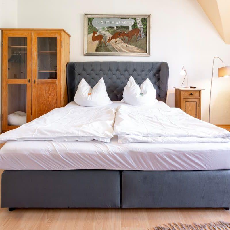 Herzog Heinrich – gemütliche Betten in einem weiteren, großzügigen Schlafzimmer.