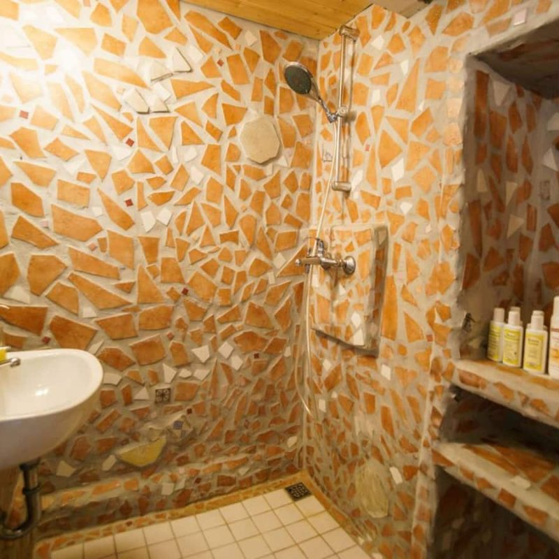 Saunabereich mit Dusche.