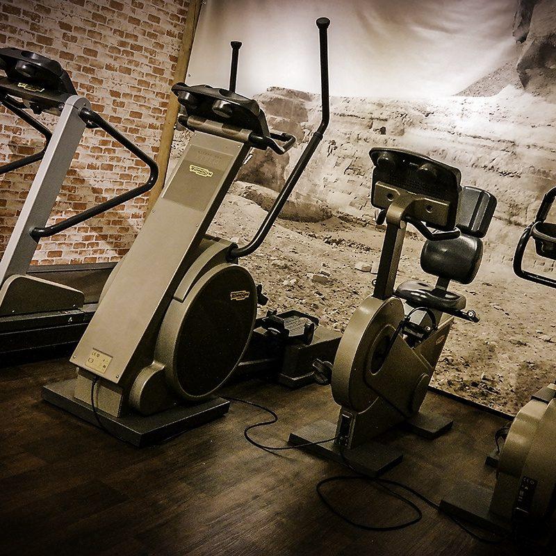 Der in der Villa gelegene Gemeinschafts-Fitnessraum mit TV verfügt über Laufband, Stepper und Radfahreinrichtung.