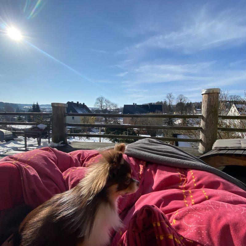Auch auf der Terrasse kann man in der kalten Jahreszeit wunderbar chillen.