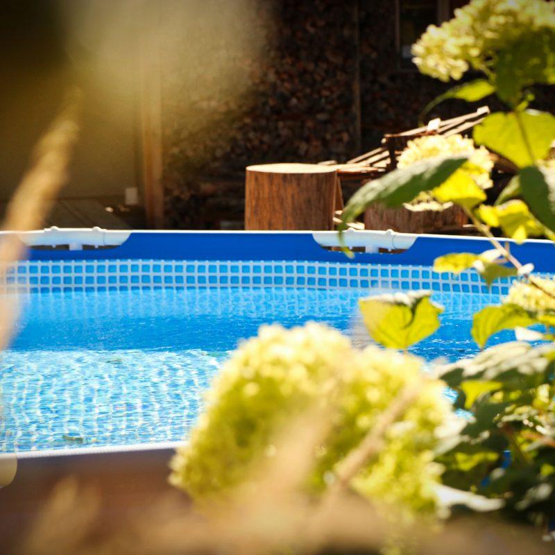 Für genügend Abkühlung an warmen Sommertagen sorgt Wasserspaß im kleinen Pool. Besonders für Kinder ist er das absolute Highlight.