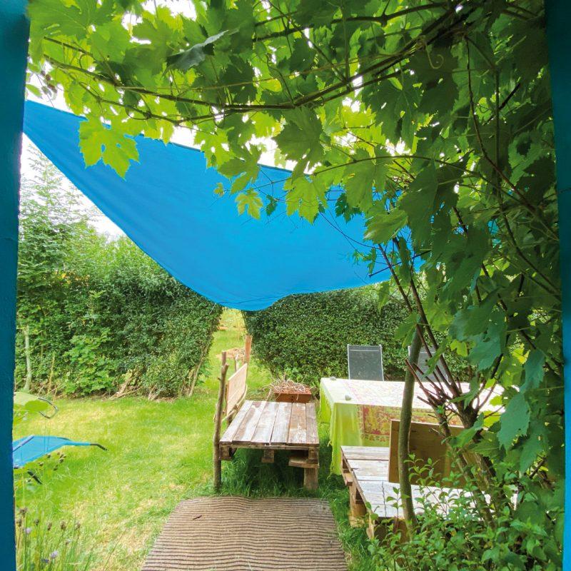 Verbringe entspannte Stunden im Garten.