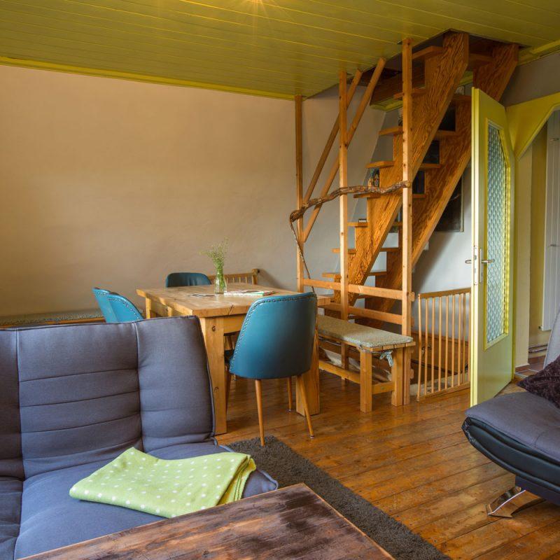 Stilvoll eingerichteter Wohn- und Essbereich.